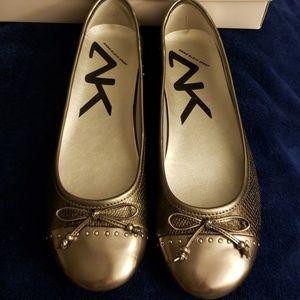 Anne Klein Sport Pewter Ballet Flat NWOT 10